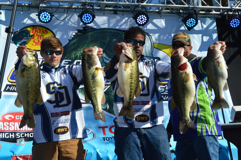 Soddy Daisy High School's Elijah Cartwright and Jacob Thomas with 32.59 lbs – (5 Fish) (photo: Gary Bolden)
